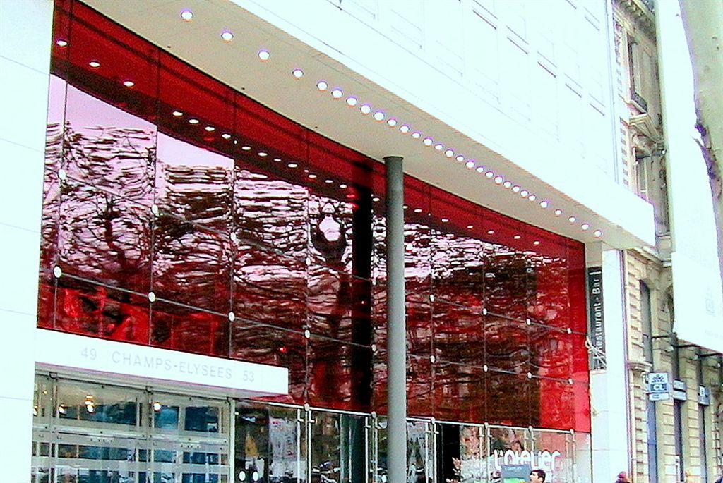 film-decoratif-rouge-renault-champs-elysees